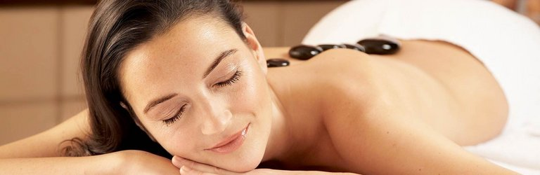 Enjoy spa in centrovital Berlin with our hot stone massage